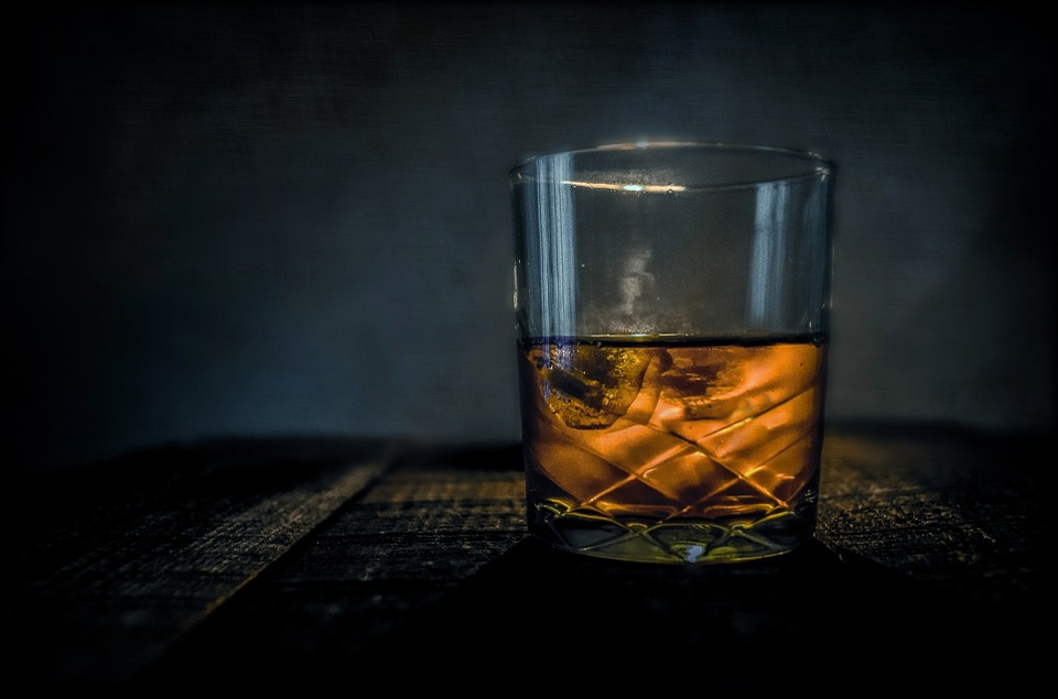 Bere whisky fa bene? La risposta!